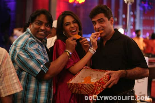 Mallika Sherawat chucks her diet for hot jalebis!