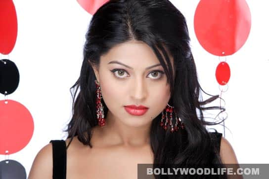Sneha's Mollywood outings met with limited success. Of her recent releases, <i>Shikkar</i> (2010) with Mohanlal was an average grosser while <i>Pramani</i> with Mammootty was a major flop.