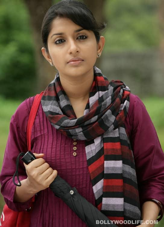 Meera Jasmine introuble