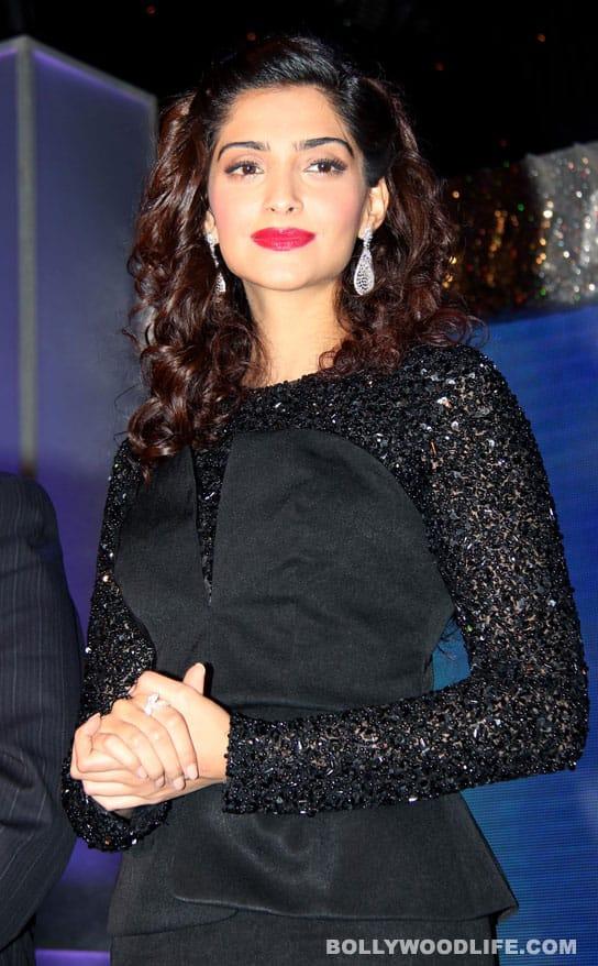 Why is Sonam Kapoor looking like agranny?