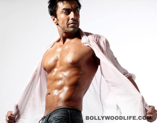 Ashish Chowdhry plans to create dhamaal with his hotbod!