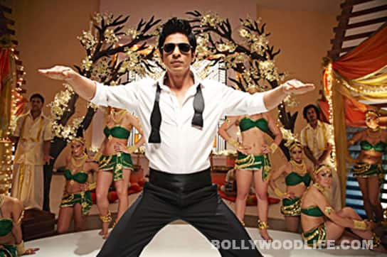 Why is Shahrukh Khan dancing funnily in 'Chammak Challo'?