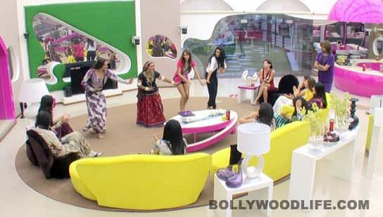 BIGG BOSS 5: Nihita Biswas cries on Day 1