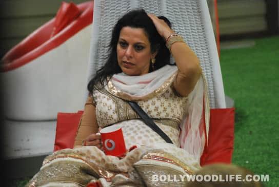 Bigg Boss 5: Pooja Bedi calls Mahek Chahel avulture