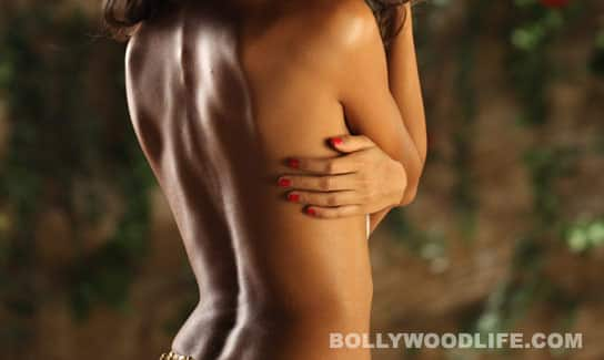 Does this sexy back belong to Deepika…or Sonam?