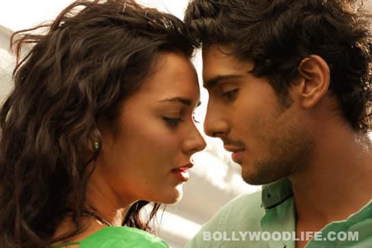 Amy Jackson denies living in with Prateik