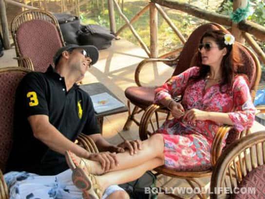 Valentine's Day: Akshay Kumar at Twinkle Khanna'sfeet