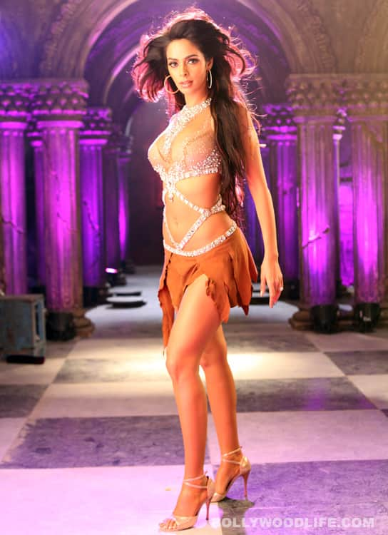 Mallika Sherawat's item song 'Laila' fails to sizzle
