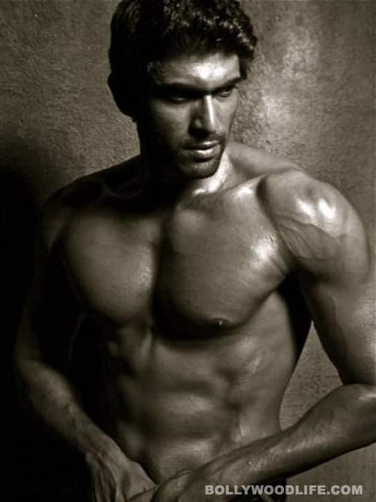 HOT: Rana Daggubati strips!