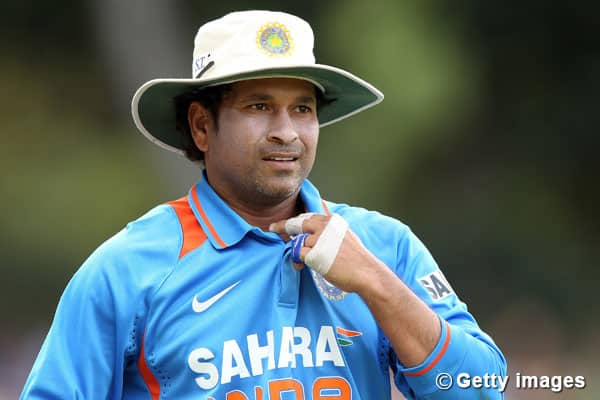 Sachin Tendulkar's 39th birthday: B-towners wish the Master Blaster