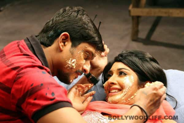 BREAKING NEWS review: watch it for Radhika and Ajay's performance