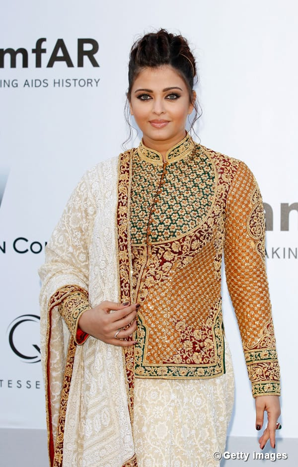 Cannes 2012: Aishwarya Rai Bachchan looks beautiful in Abu Jani-Sandeep Khosla outfit