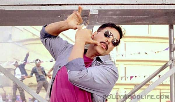 Akshay Kumar: Don't touch my collar!