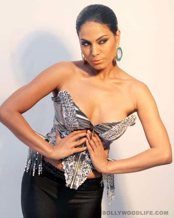 Veena Malik goes topless for a B-grade film