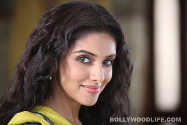 Why did Asin choose 'Bol Bachchan' over 'Barfi!'?