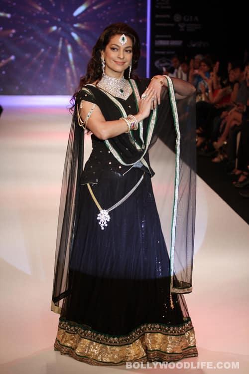 Sonali Bendre and Juhi Chawla set the ramp on fire!