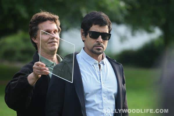 Vikram working with Daniel Kish for Thaandavam: View pics