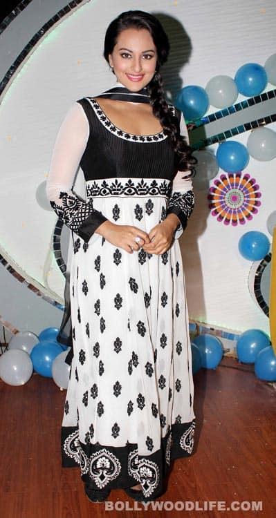 Navratri special: Aishwarya Rai Bachchan-Abhishek Bachchan look elegant in white!