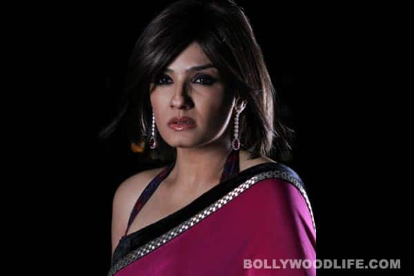 Shobhna's Seven Nights movie trailer: Raveena Tandon is hardcore bitchy, incredibly lethal