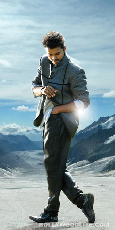 Vijay and Kajal Agarwal eagerly wait for Thuppakki: View stills!