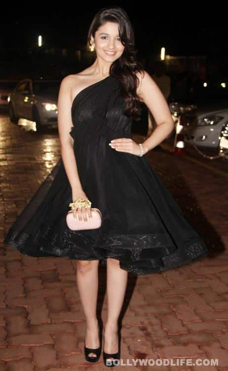 Alia-Bhatt-at-amitabh-bachchan-birthday-party-111012