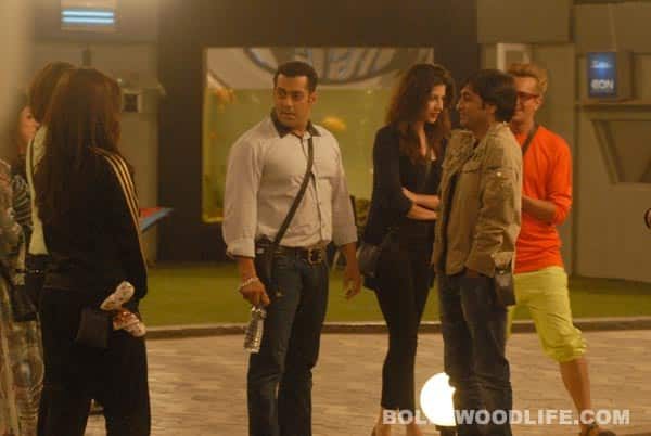 Salman Khan enters the Bigg Boss house with Christmas presents!