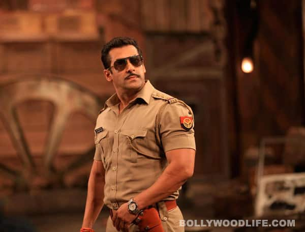 Salman Khan promotes Dabangg 2 at Mumbai local train stations!