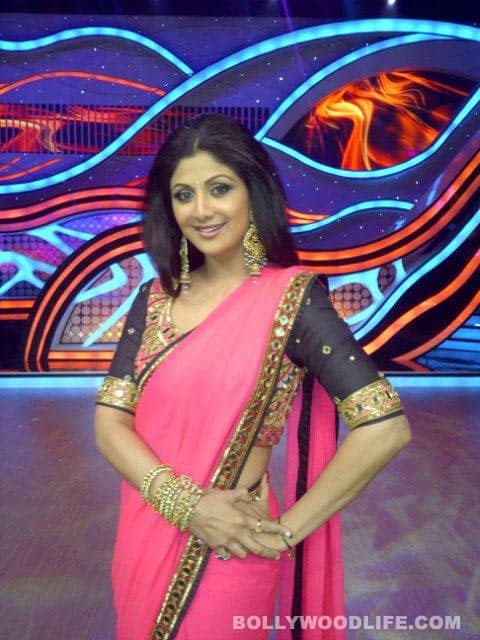 Shilpa Shetty shooting on the sets of <i>Nach Baliye 5</i> in an Arpita Mehta sari and Maheep Kapoor earrings