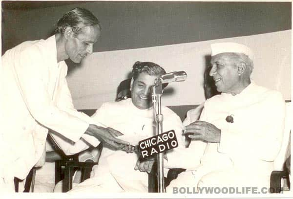 PRADEEP-PRESENTS-MANUSCRIPT-OF-'Ae-Mere-Watanke-Logon'-TO-PM-JAWAHARLAL-NEHRU