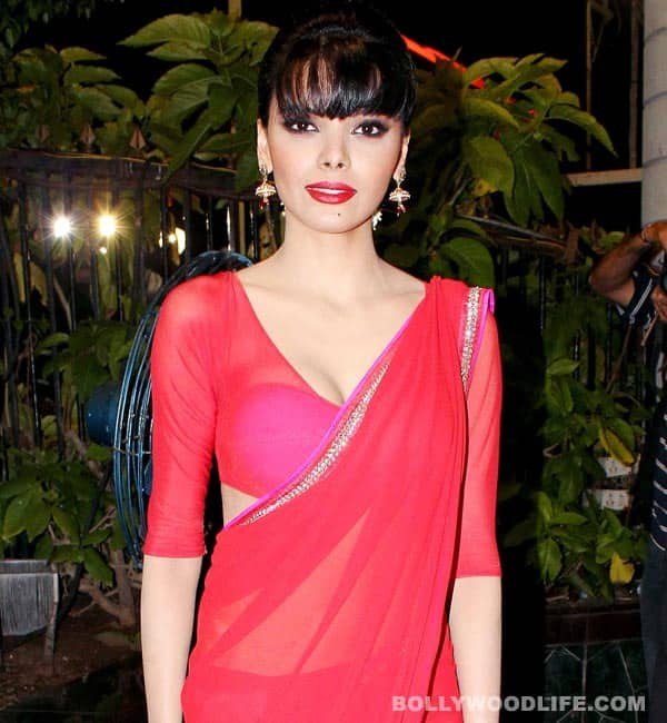 Sherlyn Chopra dons a sizzling saree for Lohri!