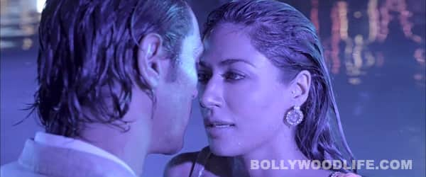 Inkaar title song: Arjun Rampal and Chitrangda Singh woo each other in the swimming pool