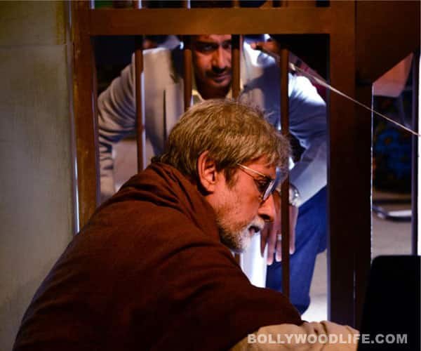 Amitabh Bachchan bonds with Kareena Kapoor, Ajay Devgn, Arjun Rampal and Prakash Jha on the sets of Satyagraha: pics