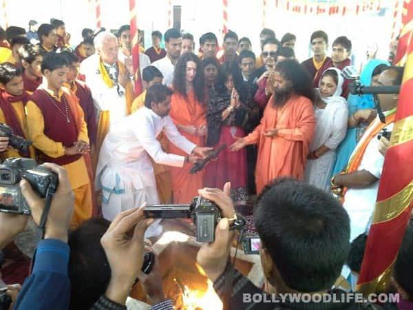 Ek Thi Daayan crew Ekta Kapoor, Emraan Hashmi, Huma Qureshi visit Mahakumbh