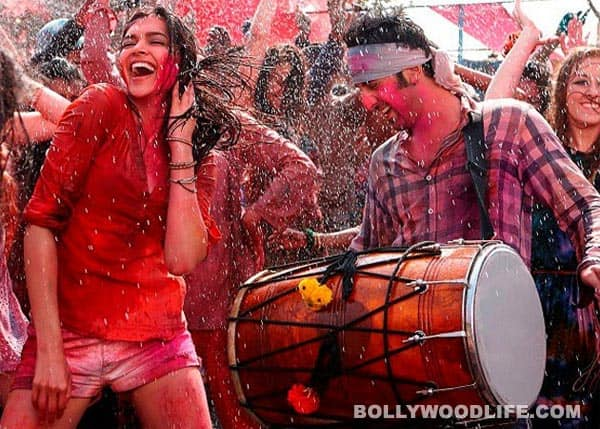 Yeh Jawaani Hai Deewani new still: Ranbir Kapoor and Deepika Padukone celebrate Holi in the song Balam pichkari