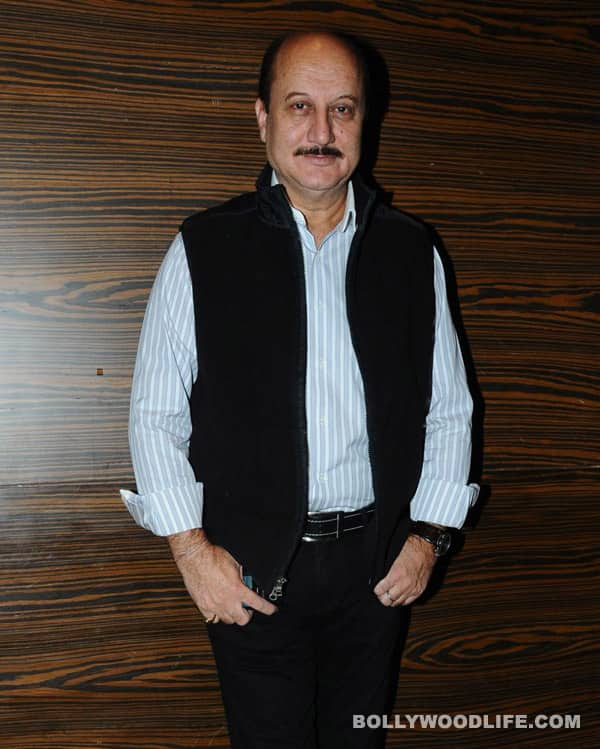 Anupam Kher honoured with The Asian Award for contribution to Hindi cinema!
