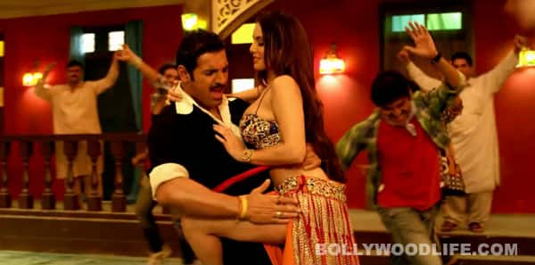 Shootout At Wadala song Laila teri le legi: Sunny Leone seduces John Abraham!