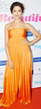 Deepika Padukone looks glamourous in an off shoulder orange jumpsuit!