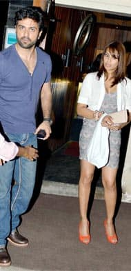 Bipasha Basu and Harman Baweja spotted in Juhu at Le Mangi!