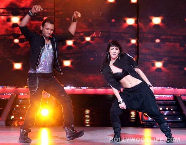 Jhalak Dikhhla Jaa 6 pics: Remo D'Souza helps Karan Johar dance