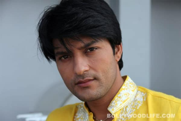 Anas Rashid: I don't feel awkward doing intimate scenes with Deepika Singh!