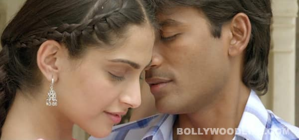 Raanjhanaa song Banarasiya: Sonam Kapoor and Dhanush get romantic and naughty!
