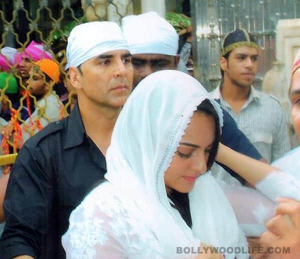 Akshay Kumar and Sonakshi Sinha visit Ajmer Sharif: View pics!
