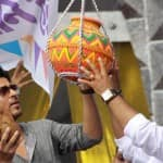 Shahrukh Khan breaks the dahi handi at Janmashtami celebrations!