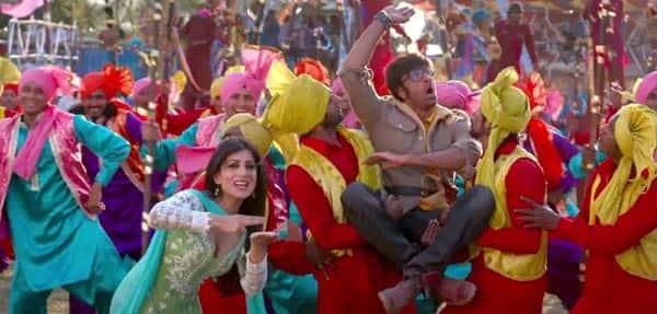 Besharam song Aa re aa re: Ranbir Kapoor woos Pallavi Sharda in Rajesh Khanna & Dharmendra style!