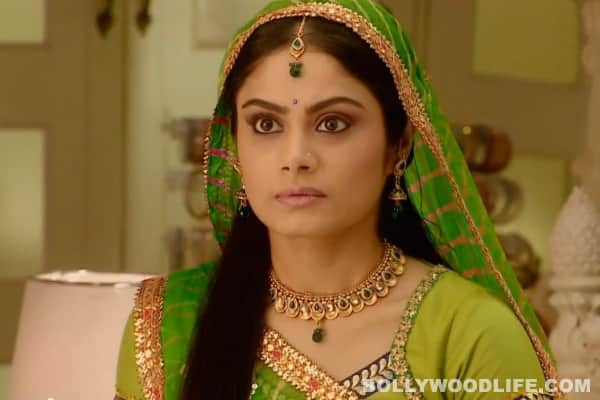 Balika Vadhu: Who will Anandi support in the court ?