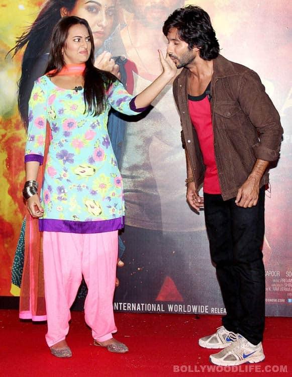 Shahid Kapoor, Sonakshi Sinha unveil R...Rajkumar trailer - View pics!