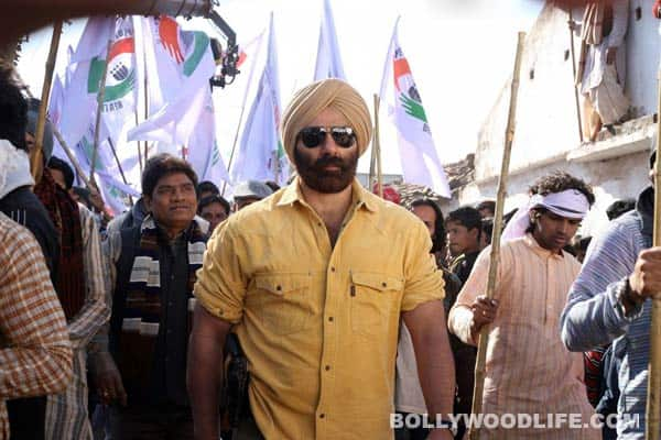 Singh Saab The Great title song