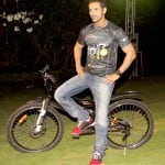 Is John Abraham trying to beat a para-cycling champion?
