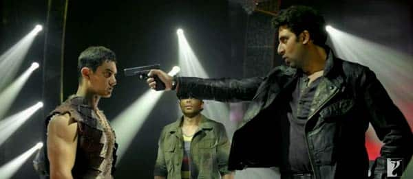 Dhoom:3 promos – Aamir Khan and Abhishek Bachchan's face off moment!