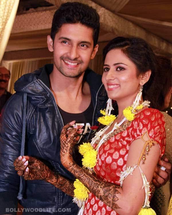 Ravi Dubey-Sargun Mehta wedding: The couple shows off their mehendi. View pics!